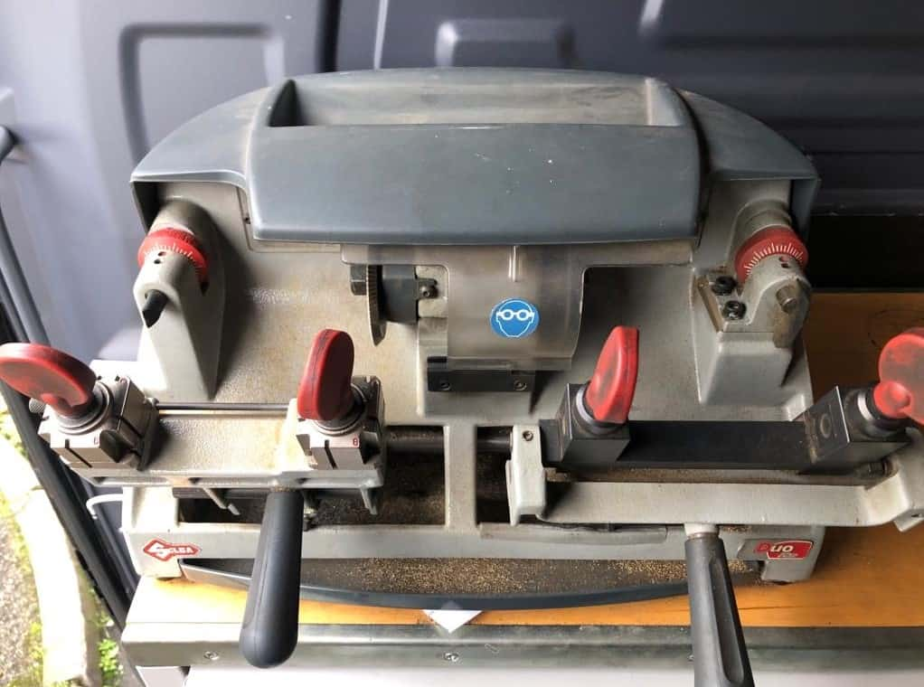 dual action key cutting machine used by our mobile locksmiths